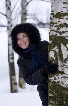 Free Young Girl Looks Out From The Tree Stock Photography - 18326262