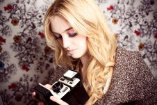 Free Goldie With Camera Royalty Free Stock Photo - 18330445
