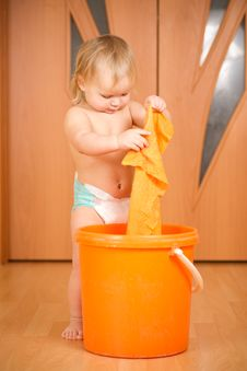 Free Baby Washing Rug In Orange Pail Stock Image - 18333671