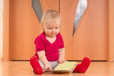 Free Baby Sit On Floor And Read Baby Book Stock Photography - 18333952