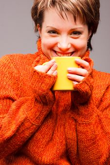 Free Woman  With A Mug In Hands Royalty Free Stock Photos - 18335338