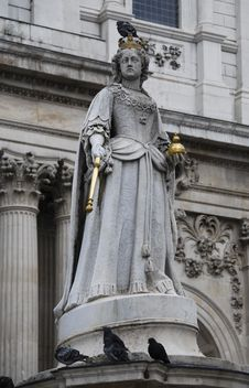 Free Royal Statue Royalty Free Stock Photos - 18337168