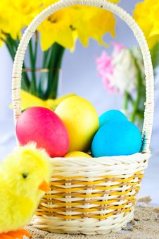 Free Colorful Easter Eggs And A Chicken Royalty Free Stock Photos - 18338428