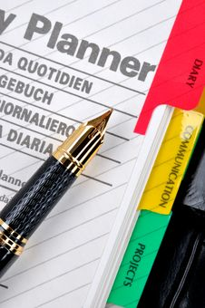 Plan Note And Fountain Pen Stock Images