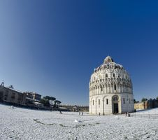 Free Piazza Dei Miracoli In Pisa After A Snowstorm Royalty Free Stock Photo - 18346125