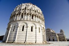 Free Piazza Dei Miracoli In Pisa After A Snowstorm Royalty Free Stock Image - 18346146