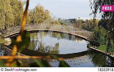 Free Footbridge Over A Pond Royalty Free Stock Photos - 18353918