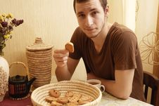 Free Young Guy With Tea And Rusk In The Kitchen Royalty Free Stock Photo - 18350635