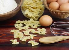 Free Pasta And Components For Its Preparation. Royalty Free Stock Photos - 18351218