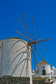 Free Famous Windmill In Oia, Santorini Royalty Free Stock Images - 18352259