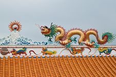 Free Dragon Sculpture On Roof Royalty Free Stock Images - 18352299