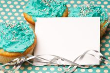 Free Cupcakes With A Blank Invitation Stock Photos - 18354093