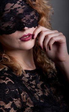Free Beautiful Woman With Lace Mask Stock Photography - 18355572