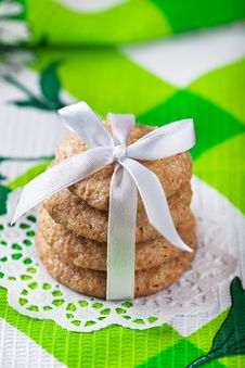 Free Ginger Cookies Tied With White Ribbon Royalty Free Stock Images - 18359569