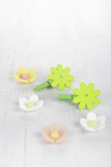 Free Decorative Flower Pegs With Sugar Flowers Royalty Free Stock Image - 18370756
