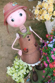 Free Tin Gardener Girl Royalty Free Stock Photos - 18373798