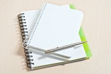 Free Note Pad And Silver Pen Royalty Free Stock Images - 18374299