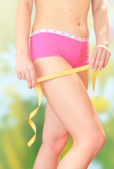 Free The Girl Measures The Amount Of Hip. Royalty Free Stock Images - 18376009