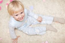 Free Sweet Little Kid Sitting On The Floor Royalty Free Stock Images - 18378489