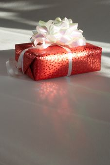 Free Gift  In Packing Is Lighted Up The Rays Of A Sun Royalty Free Stock Photo - 18379475