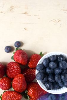 Free Strawberry And Bilberry Stock Photography - 18380922