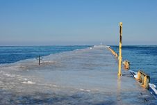 Free Ice Covered Pier Royalty Free Stock Photo - 18387765
