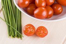 Free Cherry Tomatoes And Chives Stock Images - 18390894