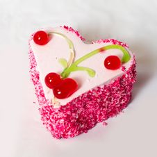 Free Heart Cake With Red Currant. Royalty Free Stock Image - 18394986