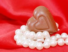 Free Chocolate And Pearls Royalty Free Stock Photography - 18399727