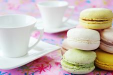 Free Macaroons To Coffee Stock Photography - 18399862