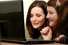 Free Girls Laughingin And Looking Toa Laptop Royalty Free Stock Image - 1840386