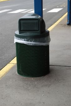 Free Trash Can Royalty Free Stock Photos - 1842778