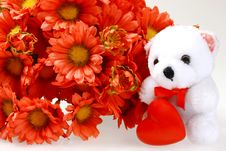 Free Teddy Bear With Heart And Flowers Royalty Free Stock Photos - 1845078