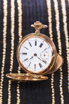 Free Old Golden Watch Royalty Free Stock Photos - 18401758
