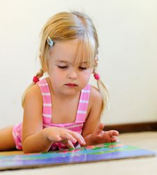 Free Cute Child Reading Royalty Free Stock Image - 18402276