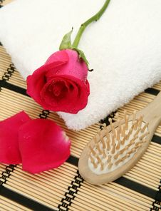 Free Towel And Rose Stock Photo - 18403640