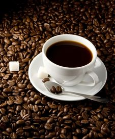 Free Coffee Beans And Cup On Black Royalty Free Stock Images - 18406829