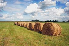 Free Straw Bales Royalty Free Stock Photography - 18411567
