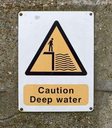 Free Caution Deep Water Sign On Wall Royalty Free Stock Image - 18415016
