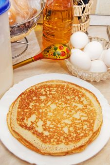Free Plate With Pancakes On A Table Stock Photo - 18421850