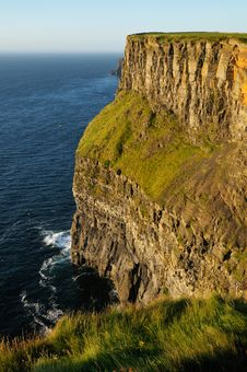 Free Cliffs Of Moher Royalty Free Stock Photography - 18425387