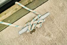 Free Rope Tied In Cleat Hitch Royalty Free Stock Photo - 18427085