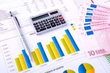 Free Financial Analysis With Charts And Money Royalty Free Stock Images - 18430099
