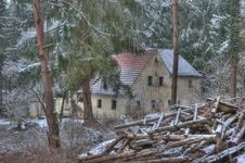 Free Old House In The Middle Of The Forest Stock Photography - 18430522