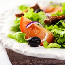 Mediterranean Salad With Fresh And Dried Tomatoes Royalty Free Stock Photos