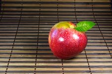 Free Crunchy Apple Stock Photos - 18433073
