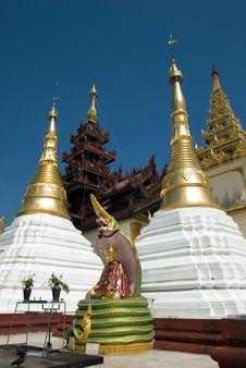 Free Shwedagon Pagoda Royalty Free Stock Image - 18433976