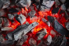 Free Decaying Coals For Cooking And A Background Royalty Free Stock Image - 18438116