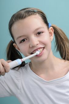 Free Girl Brushing Teeth Royalty Free Stock Photography - 18446477