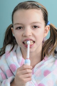 Free Cute Girl Brushing Teeth Royalty Free Stock Photos - 18446848